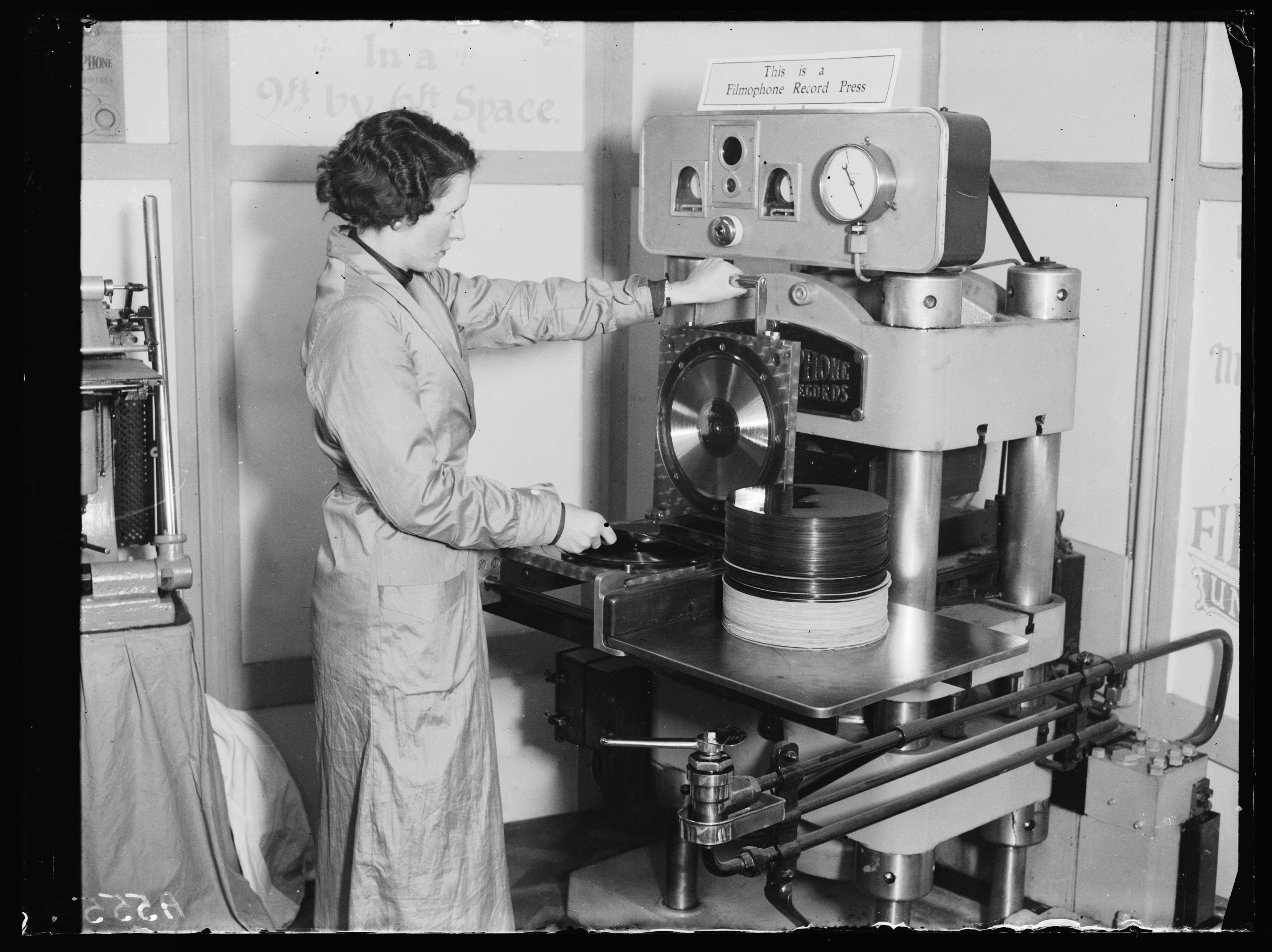 So ähnlich sieht sie auch heute noch aus: Die Vinyl-Presse. Das soll sich bald ändern.