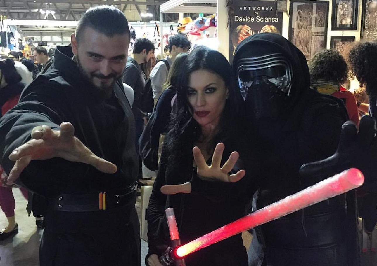 Cristina Scabbia als Sith-Lord auf der Comicmesse