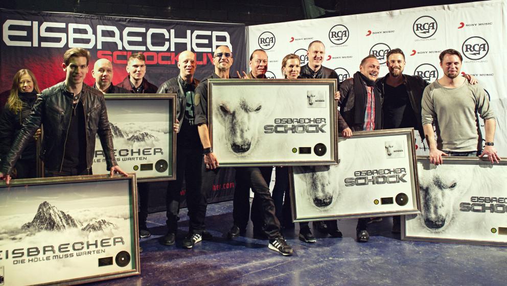 Auf dem Foto (Holger Fichtner für Sony Music) von links nach rechts: Nikolett Szappanos (Junior Digital Manager AOR-Labelgro