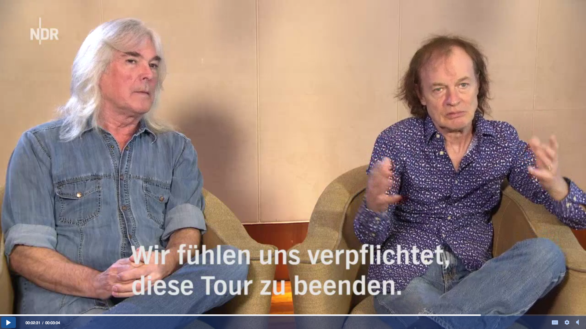 Angus Young und Cliff Williams im Hamburg Journal.