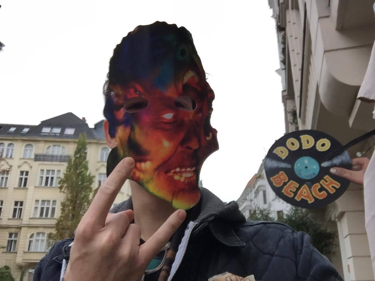 Die Metallica-Halloween Maske zur 'Atlas, Rise!'-Aktion haben wir im Berliner Plattenladen Dodo Beach ergattert!
