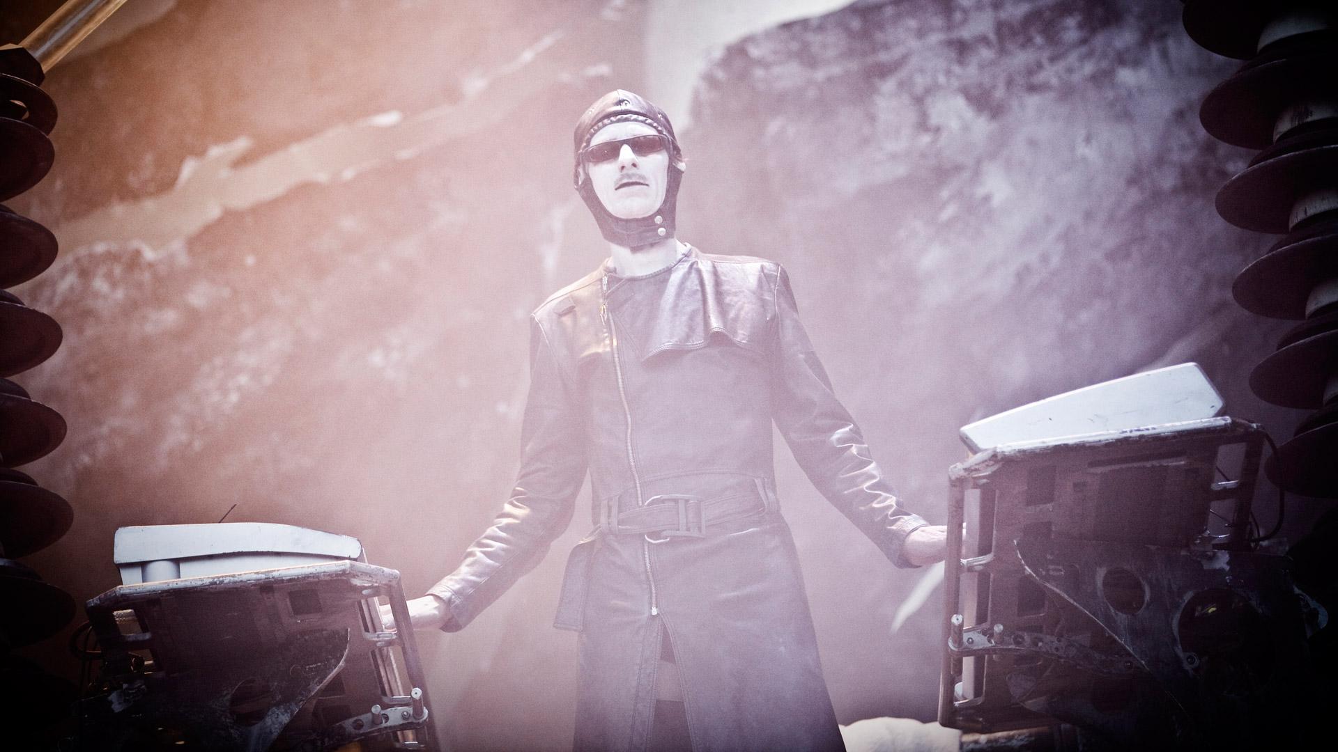 Flake bei einem Rammstein-Konzert im Jahr 2010