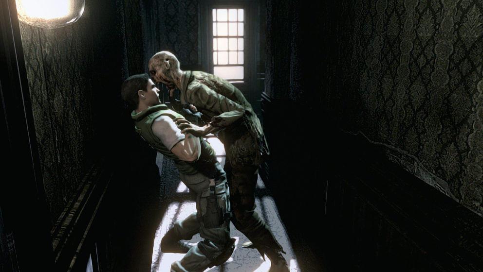 Chris Redfield kämpft gegen einen Zombie