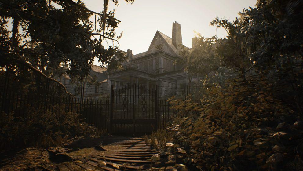 Das Haus der Baker-Familie von draußen. Noch scheint die Sonne und alles wirkt friedlich...