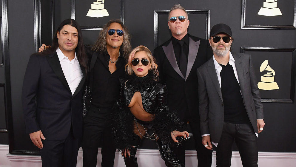 Metallica und Lady Gaga bei den Grammys 2017 auf dem roten Teppich.