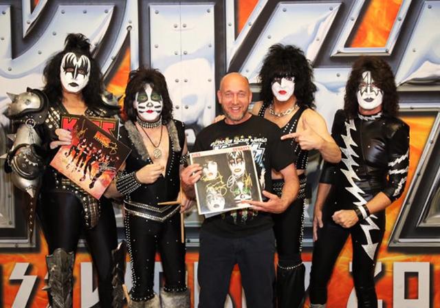 Kiss United Charity versteigert handsigniertes DYNASTY Platten C