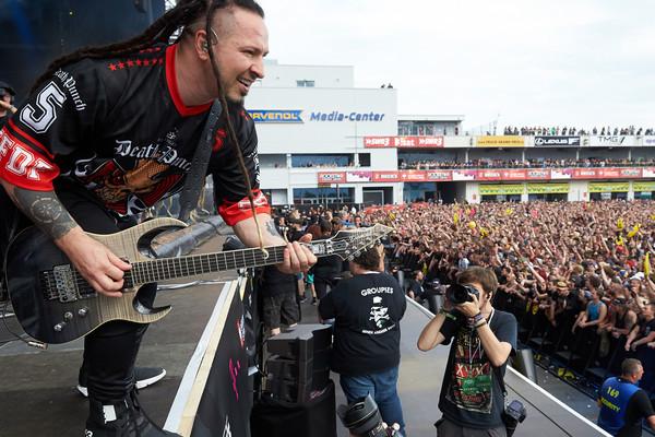 Zoltan Bathory, Gitarrist der US-amerikanischen Metal-Band «Five Finger Death Punch», spielt am 02.06.2017 in Nürburg (Rhe