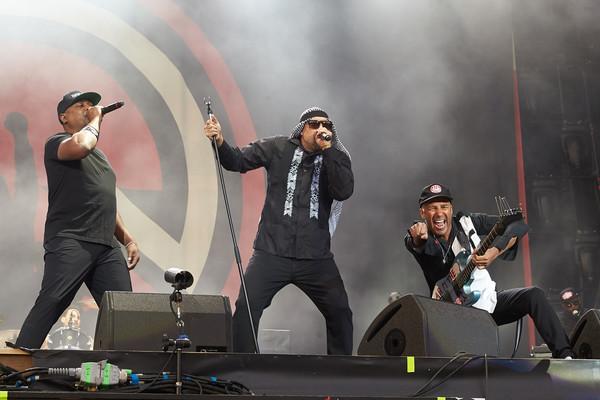 Sänger Chuck D (l-r), Sänger B-Real und Gitarrist Tom Morello treten am 04.06.2017 mit der Band Prophets of Rage beim Musik