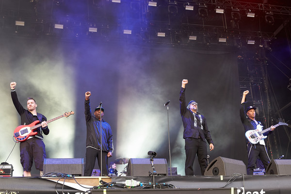 Bassist Tim Commerford (l-r), Sänger Chuck D, Sänger B-Real und Gitarrist Tom Morello treten am 04.06.2017 mit der Band Pro