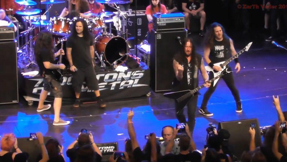 Mille, Schmier und Andreas Kisser performen 'Whiplash' von Metallica