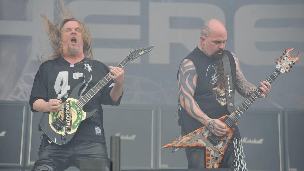 KNEBWORTH, UNITED KINGDOM - JULY 31: Jeff Hanneman (L) and Kerry King of American thrash metal group Slayer performing live o