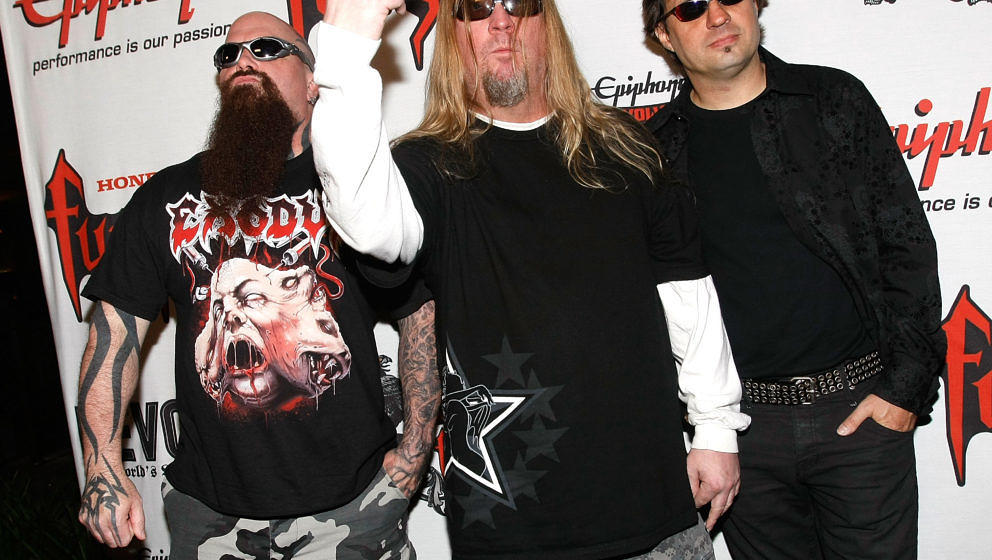 LOS ANGELES, CA - APRIL 07:  (L-R) Kerry King, Jeff Hanneman and Dave Lombardo of Slayer arrive at the 1st Annual Epiphone Re