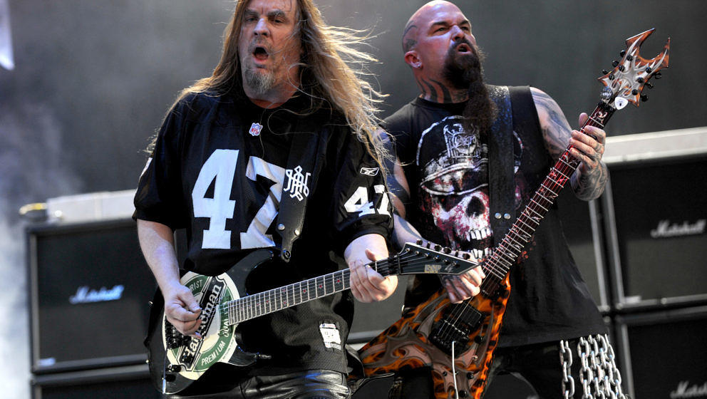 WHEATLAND, CA - JULY 10: Jeff Hanneman (L) and Kerry King of Slayer perform as part of the Rockstar Energy Mayhem Festival to
