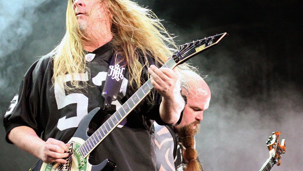 ATLANTA - JULY 24: Jeff Hanneman (L) and Kerry King of Slayer perform in the Rockstar Energy Drink Mayhem Festival at Lakewoo
