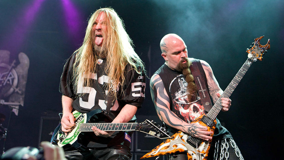 NOBLESVILLE, IN - JULY 25:  Jeff Hanneman and Kerry King of SLAYER perform in concert at the Rockstar Energy Drink Mayhem Fes