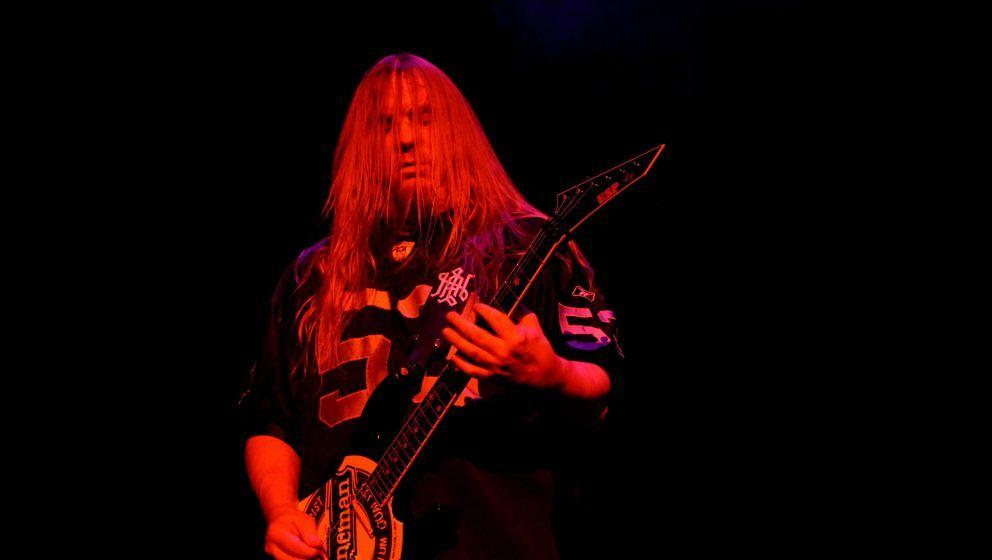 TINLEY PARK, IL - JULY 26:  Guitar player Jeff Hanneman of Slayer performs at the First Midwest Bank Amphitheatre in Tinley P