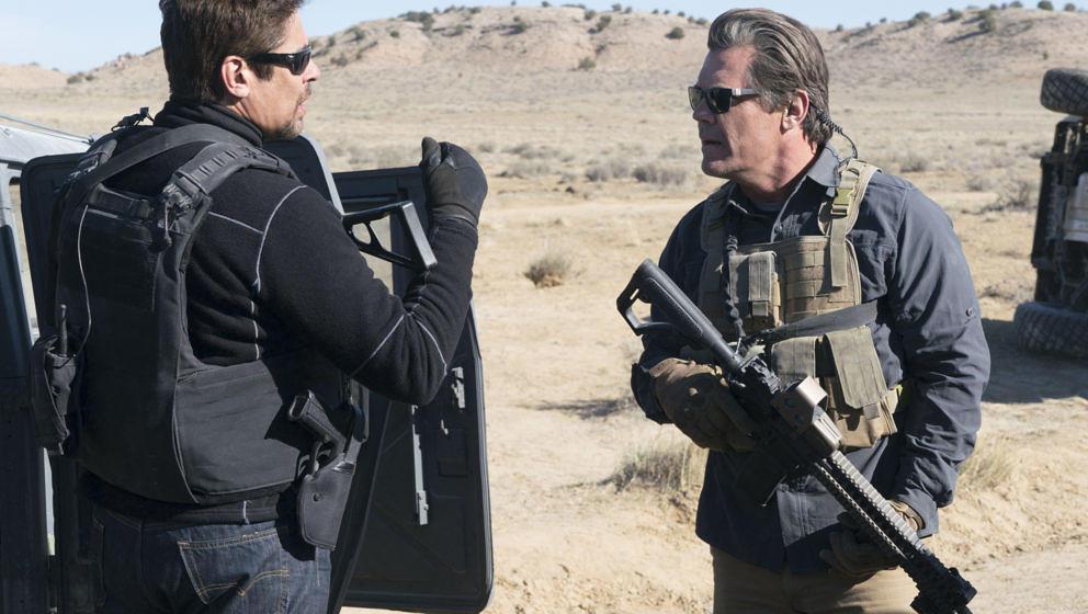 Die Agenten Matt (Josh Brolin) und Alejandro (Benicio Del Toro) an der US-mexikanische Grenze