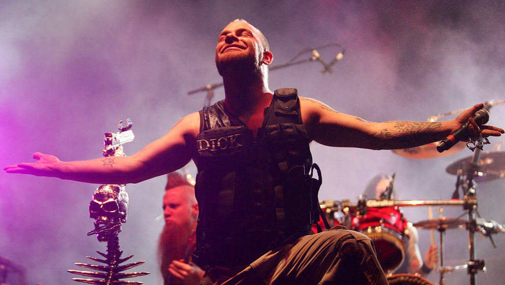 Five Finger Death Punch live im Jahr 2010.