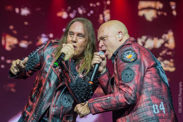 Andi Deris (l.) und Michael Kiske von Helloween nehmen 2022 die Kollegegen von Hammerfall mit auf Tour