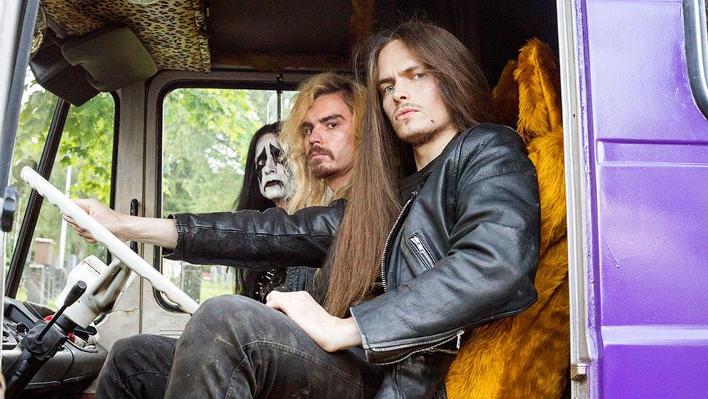 "Impaled Rektum aus ""Heavy Trip"" machen Symphonic-Post-Apocalyptic-Reindeer-Grinding-Christ-Abusing-Extreme-War-Pagan-Fennoscandian-Metal."