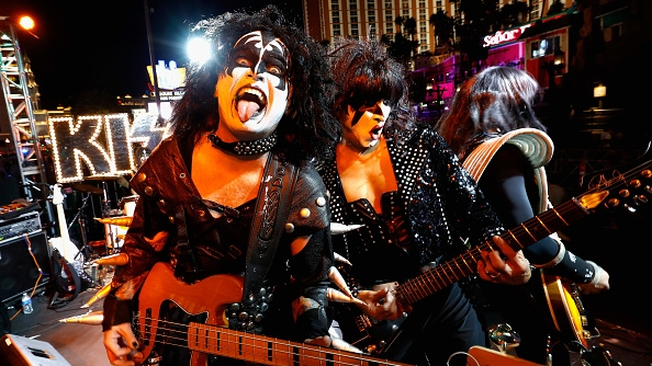 Eine wahrscheinlich gar nicht mal so schlechte Kiss-Cover-Band beim Toyota Rock 'n' Roll Las Vegas Marathon (Foto by Sean M. Haffey/Getty Images)