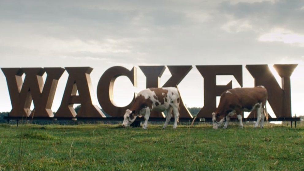 In 'Wacken: Louder Than Hell' auf Arte sieht man nicht nur Kühe grasen