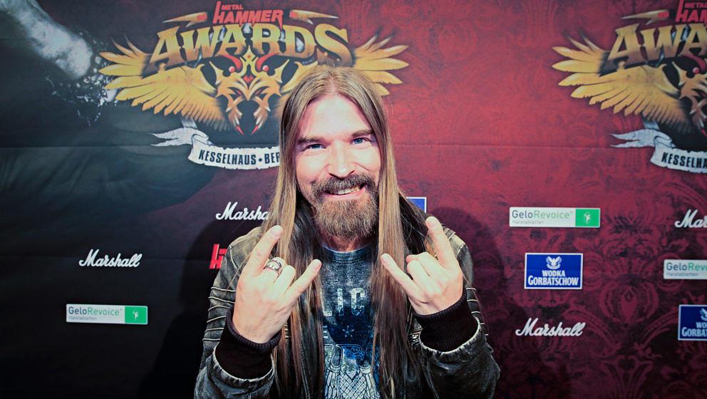 Sabaton-Bassist Pär Sundström auf dem Schwarzen Teppich vor den METAL HAMMER AWARDS 2018