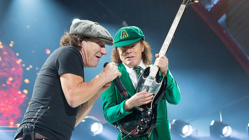 Brian Johnson und Angus Young mit AC/DC im Sprint Center in Kansas City, Missouri, am 28. Februar 2016