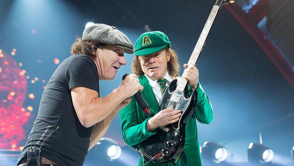 Brian Johnson und Angus Young mit AC/DC im Sprint Center in Kansas City, Missouri, am 28. Februar 2016