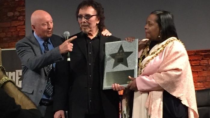 Black Sabbath-Gitarrist Tony Iommi bei der Zeremonie in Birmingham