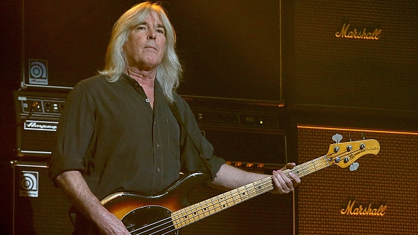 AC/DC-Bassist Cliff Williams bei einer Live-Show im Toyota Center am 26. Februar 2016 in Houston, Texas (Foto: Gary Miller/Getty Images)
