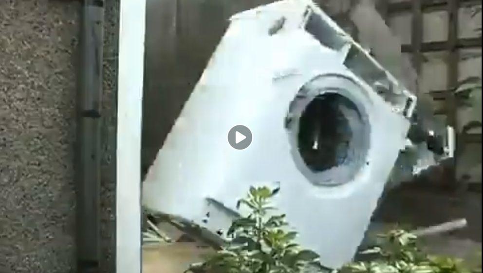 Eine Waschmaschine zerlegt sich selbst - zu Death Metal von Deicide