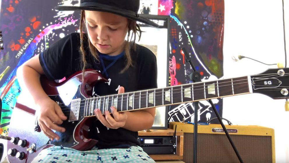 Bei Ellen Degeneres zockte Taj Farrant Guns N' Roses, hier spielt er Brian May nach