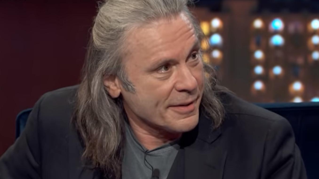 Warum sich Bruce Dickinson die Haare lang wachsen...