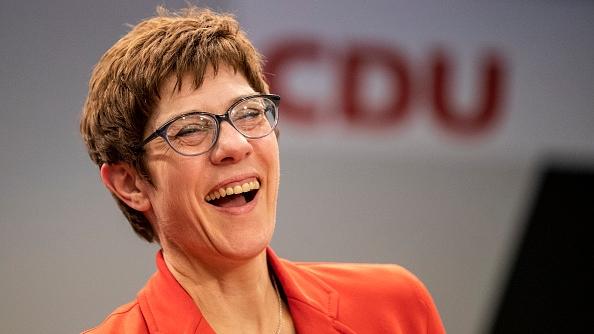 CDU-Vorsitzende Annegret Kramp-Karrenbauer hat dank AC/DC und Heavy Metal gute Laune