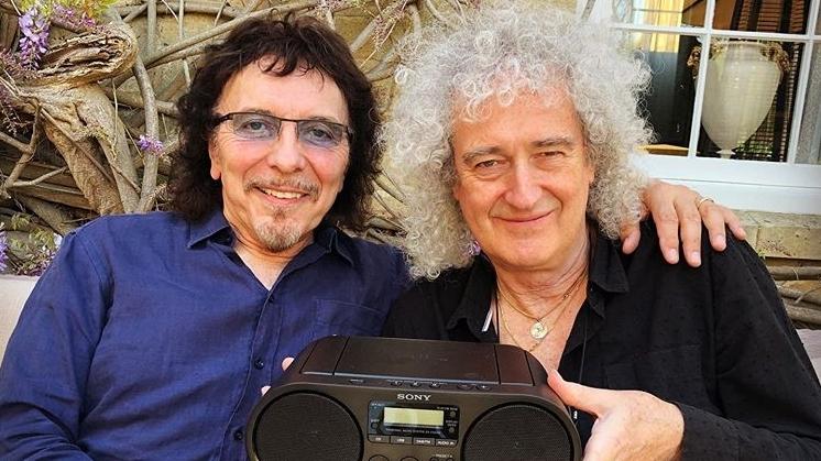 Tony Iommi (Black Sabbath) und Brian May (Queen) freuen sich über ihren Fund