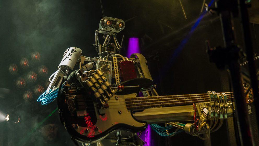Bei der Roboter-Band Compressorhead ist ebenfalls künstliche Intelligenz im Spiel. Ob die auch Death Metal drauf haben?