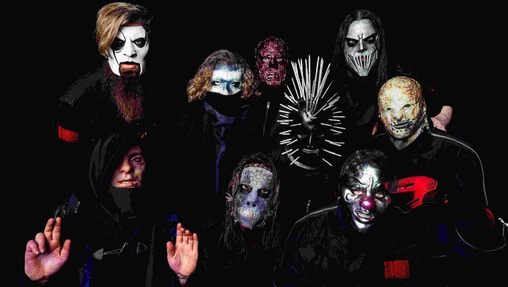 Slipknot in ihren neuen Masken zum neuen Album WE ARE NOT YOUR KIND - ganz rechts der noch namenlose Trommler