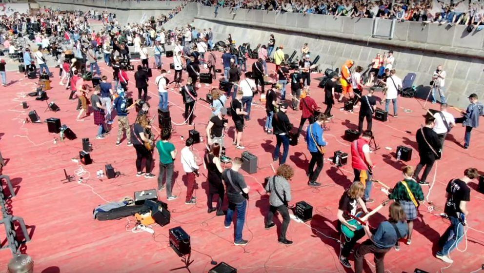 Der von RocknMob organisierte Kiss-Flashmob in Moskau