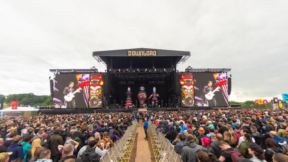 CASTLE DONINGTON, ENGLAND - JUNE 16:  Smashing Pumpkins perform on stage during Download festival 2019 at Donington Park on J