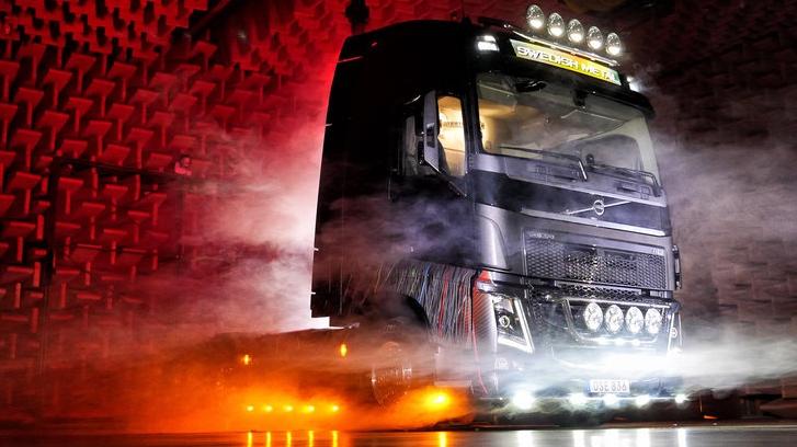 Nicht ganz 70.000 Tonnen Metal, aber schon mal ein guter Anfang: der von In Flames-Gitarrist gestaltete Volvo-Truck