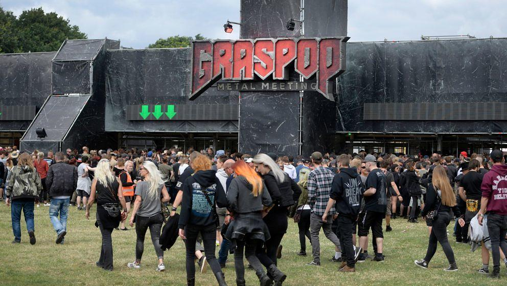 Festival-goers attend the Graspop Metal Meeting music festival, in Dessel, Belgium, on June 21, 2018. (Photo by YORICK JANSEN