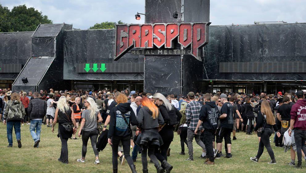 Festival-goers attend the Graspop Metal Meeting music festival, in Dessel, Belgium, on June 21, 2018. (Photo by YORICK JANSEN