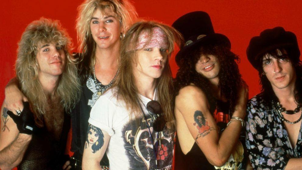 1988 waren Guns N' Roses folgende Leute: Drummer Steven Adler, Bassist Duff McKagan, Sänger Axl Rose sowie die Gitarristen Slash und Izzy Stradlin