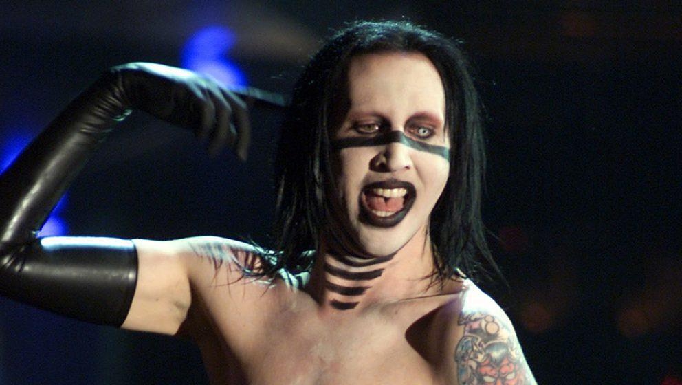 Marilyn Manson während seines Auftritts bei den 28. American Music Awards im Shrine Auditorium in Los Angeles am 8. Januar 2001