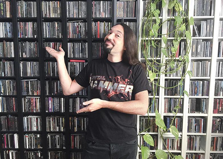 Sebastian Kessler mag seine CD-Wand
