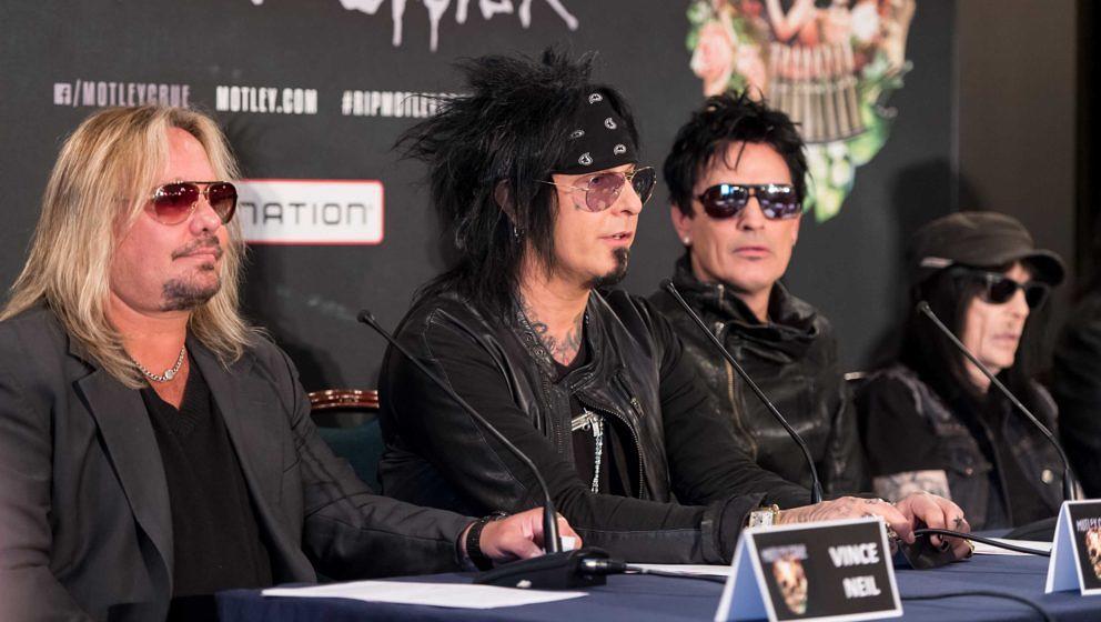 Vince Neil, Nikki Sixx, Tommy Lee und Mick Mars von Mötley Crüe im Jahr 2015 bei der Pressekonferenz anlässlich ihrer Abschiedstournee