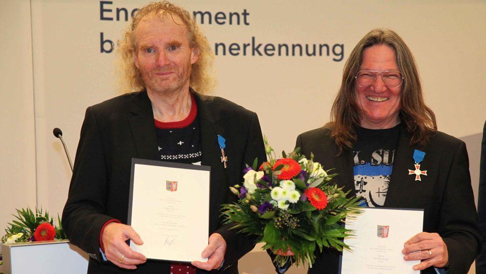Die Gründer des Wacken Open Air, Thomas Jensen aus Husum und Holger Hübner aus Hamburg, sind am 10.12.19 von Ministerpräsident Daniel Günther mit dem Verdienstorden des Landes ausgezeichnet worden