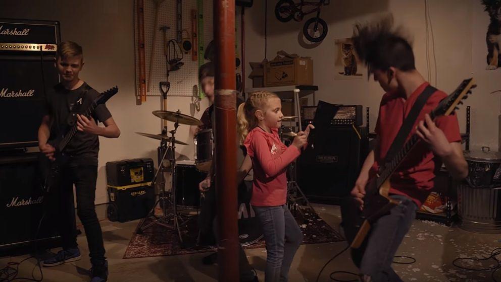 Die Kids von der O'Keefe Music Foundation bei ihrem Pantera-Cover
