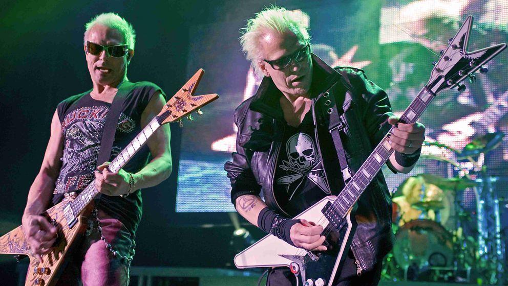 Rudolf (l.) und Michael Schenker beim Konzert der Scorpions in London